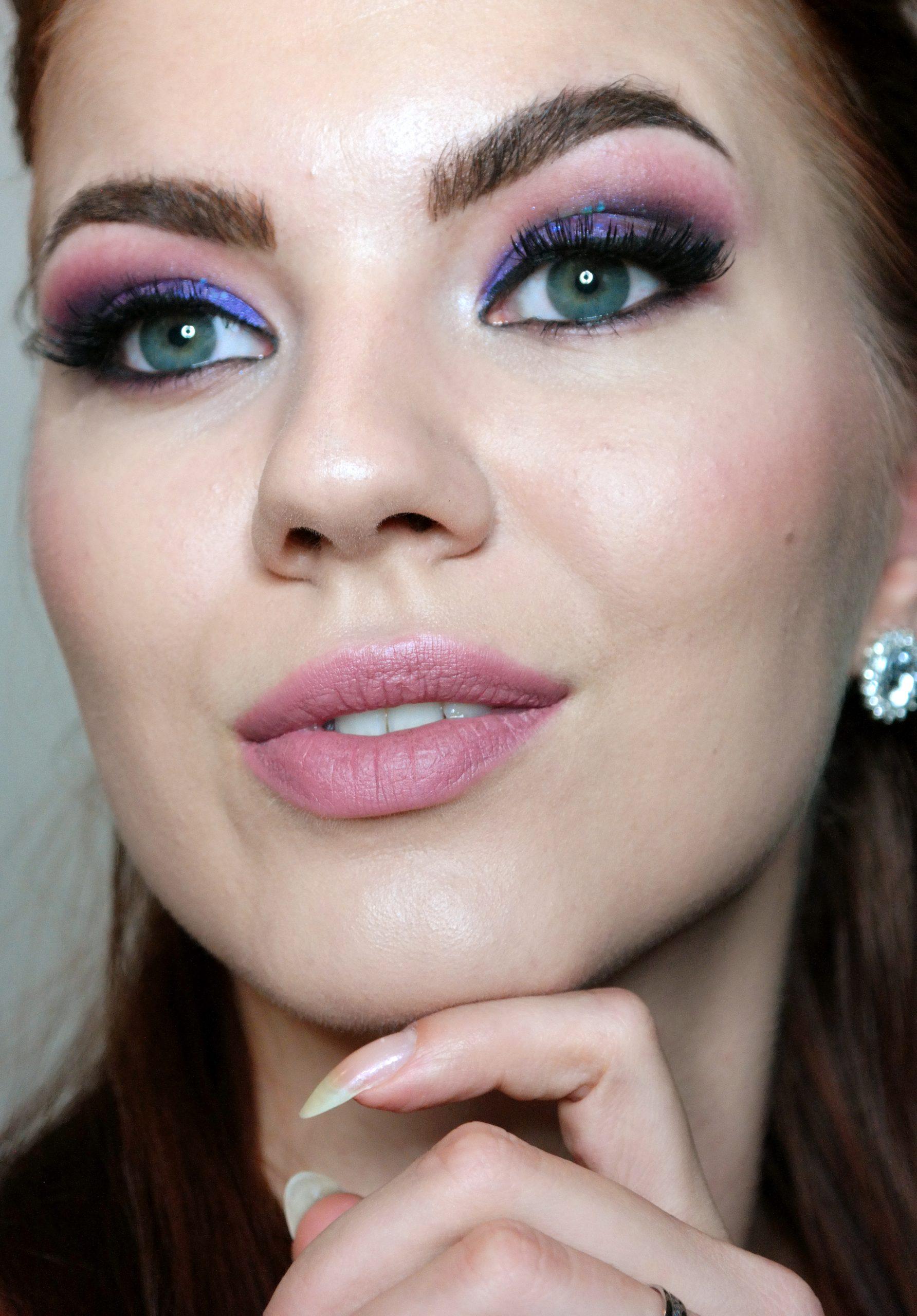 meikkitutoriaali violetti glitter silmämeikki