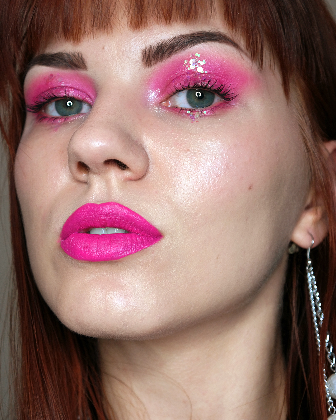 pinkki glitter meikki