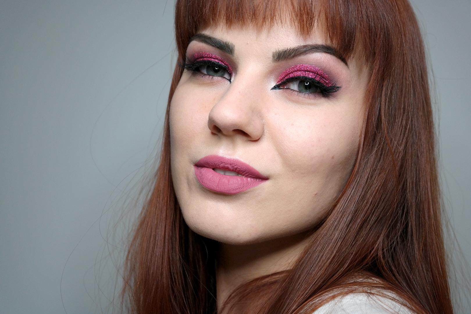 pinkki glittermeikki