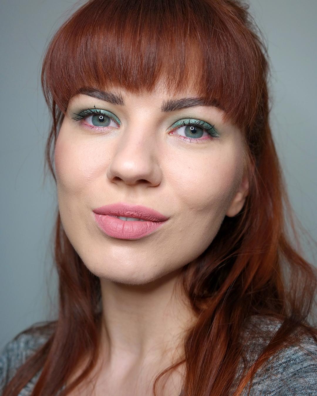 pinkki vihreä meikki