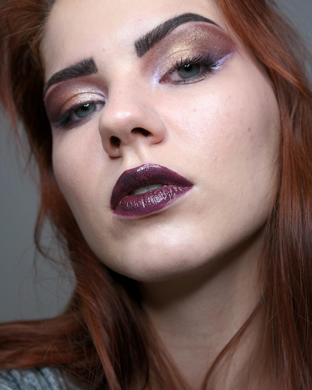 tumma erikoinen meikki