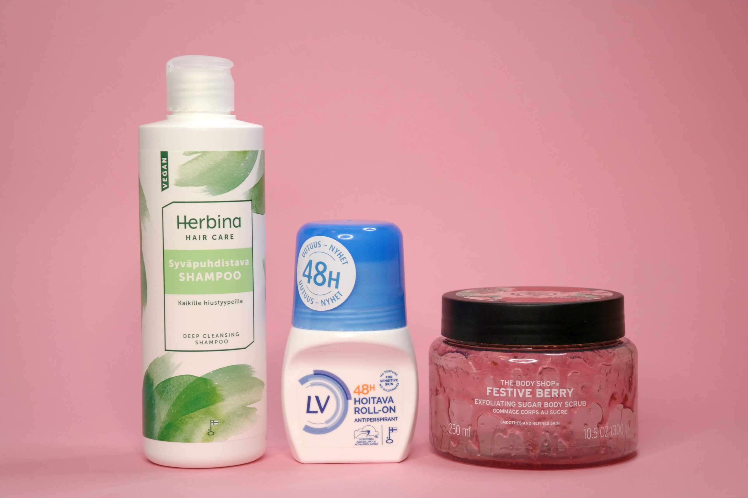 Herbina syväpuhdistava shampoo, LV hoitava antipersirantti, The Body Shop Festive Berry kuorinta
