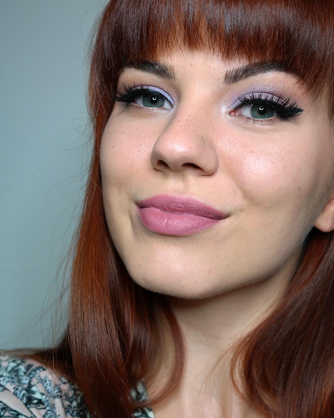 vaaleanvioletti silmämeikki